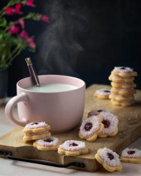 Iced VoVo jam drop flower cookies