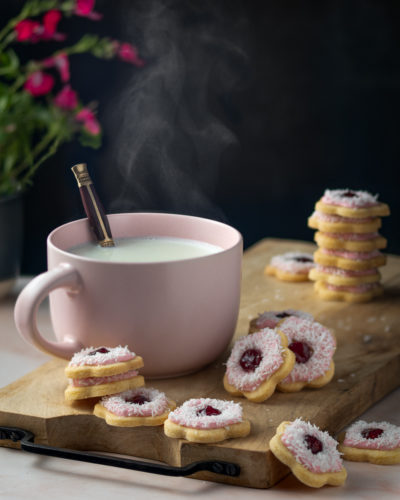 Iced VoVo jam drop flower cookies